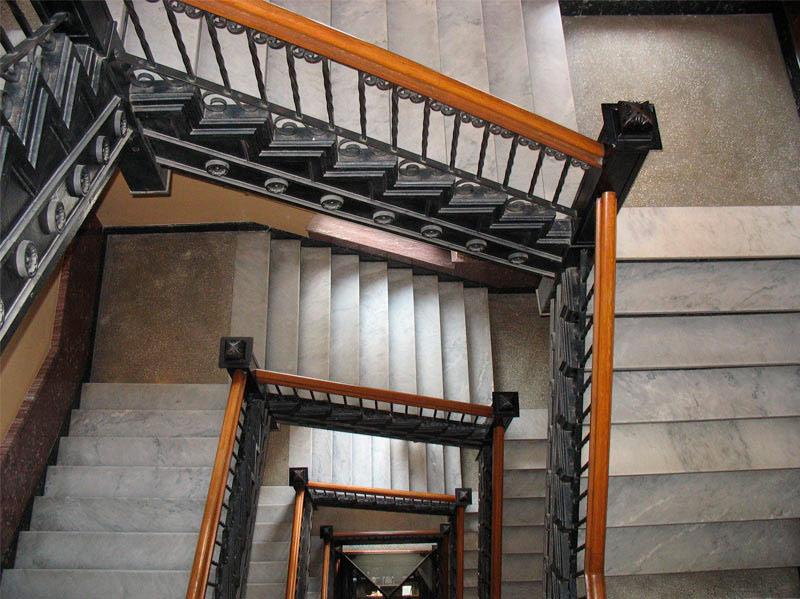 Limpieza de escaleras en Barcelona |Maid in Barcelona